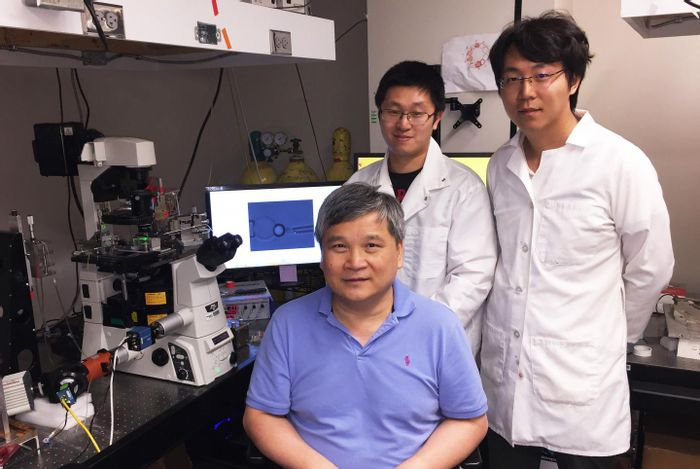 Ju, Zhu (seated), and Chen with the fluorescence biomembrane force probe.