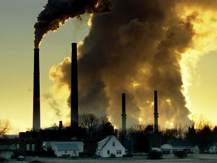 Air pollution causes diseases that lead to premature deaths around the world. Photo: National Geographic