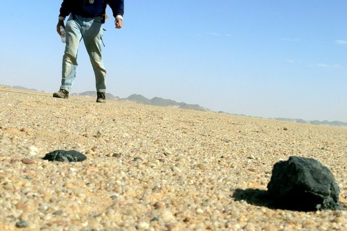 An image showing the meteorite recovered from the desert.