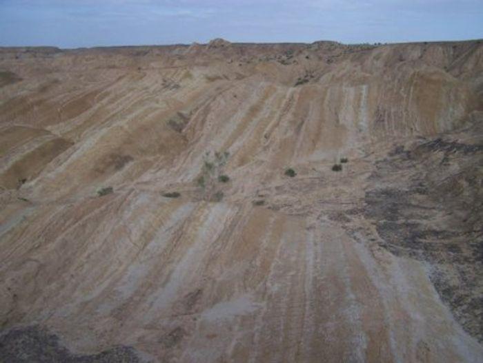 Stratification in Tibet sediment. Photo Credit: Qingquan Meng