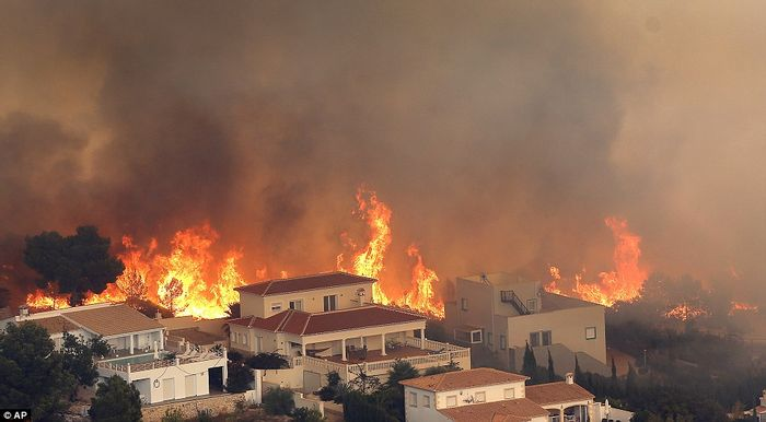 Wildfires spread through Spain's coast. Photo: Daily Mail