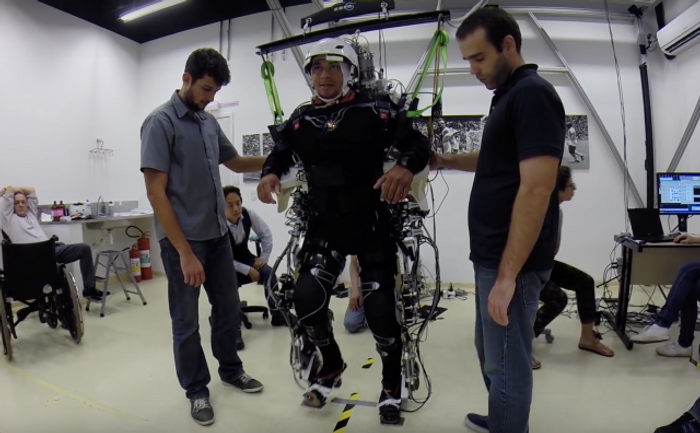 Training with exoskeleton, VR helps some paraplegics recover | Image: Nicolelis lab