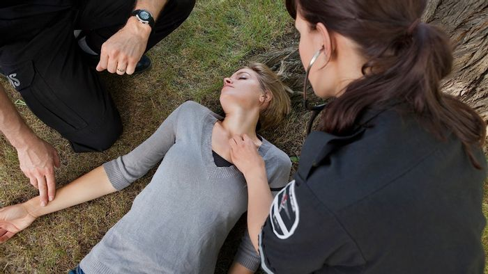 Screening tool can predict whether fainting is associated with other health risks | Image: howcast.com