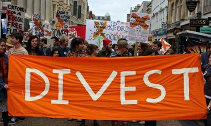 People campaign to encourage institutions divestment from fossil fuels. Photo:  Fossil Free