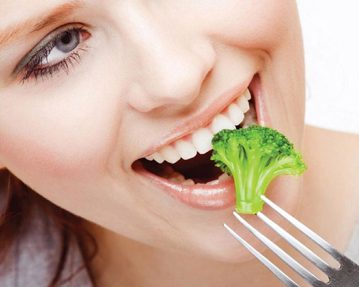 woman eating broccoli, credit: iowagirlseat.com