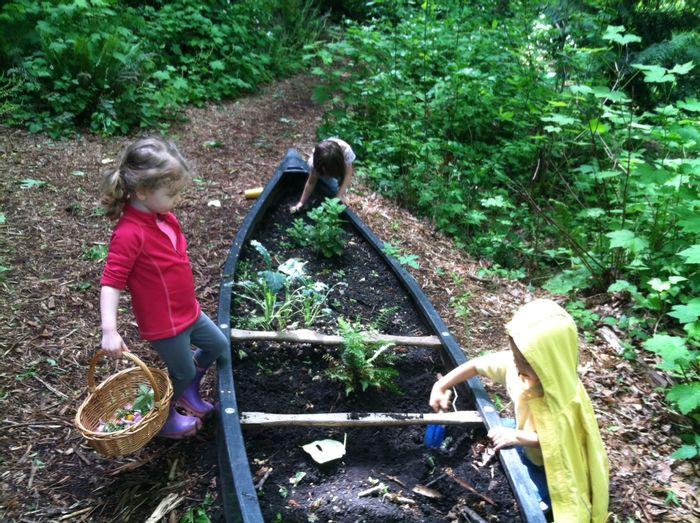 Children grow plants in a canoe at Mercer Slough Polliwogs Preschool. Photo: www.parentmap.com