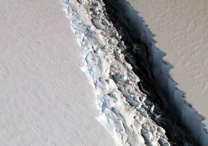The following rift has been spotted in Antarctica's Larsen C ice shelf.