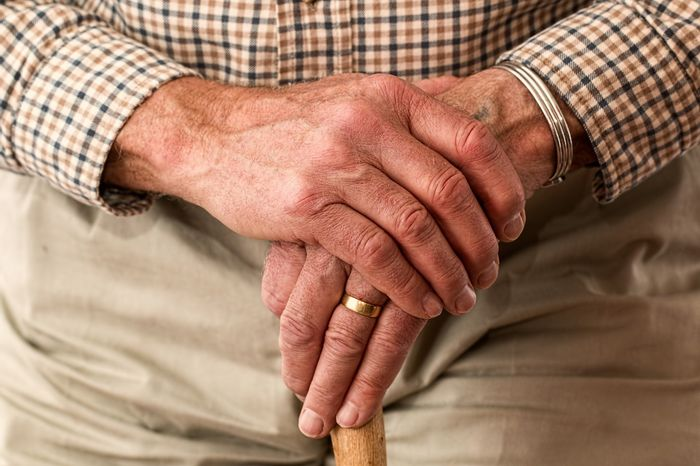 Chronic inflammatory disorder rheumatoid arthritis usually starts in the small joints of the hands and feet