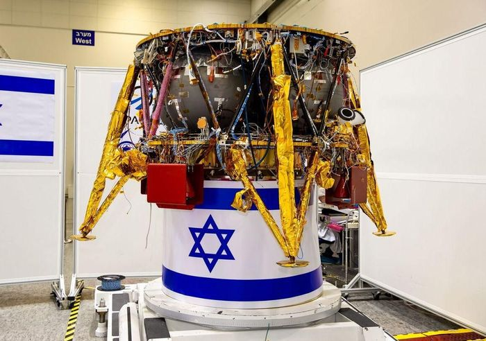 SpaceIL's soon-to-be Moon-visiting spacecraft in all its glory.